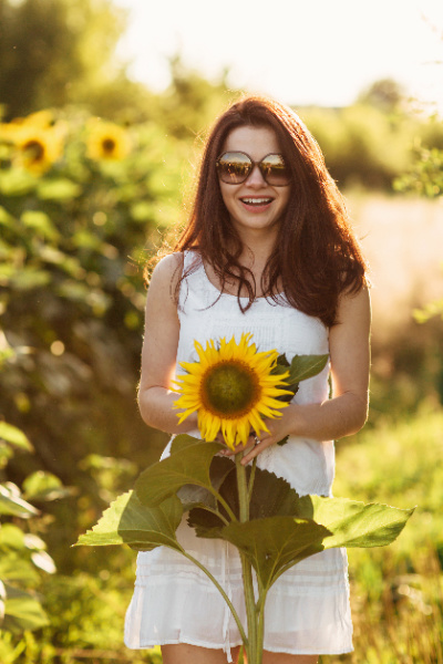 Hudson Valley Woman with sunflower
